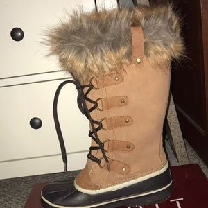 Warm winter boots with fur